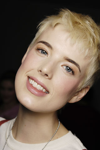 agyness deyn hair brunette. Agyness Deyn has had a range