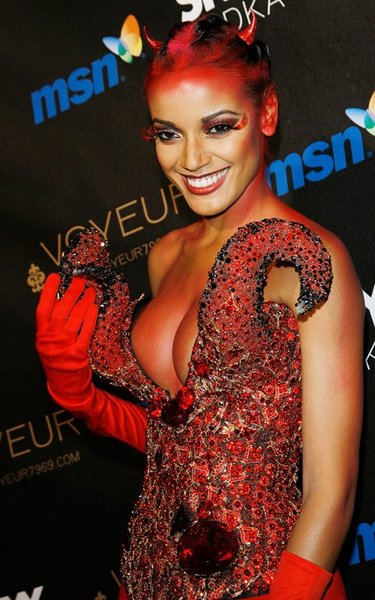 selita ebanks short hair. Selita Ebanks: Devilishly