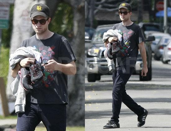 http://media.onsugar.com/files/2010/05/21/1/192/1922398/4f1157d4fc5e3775_Pattinson.jpg