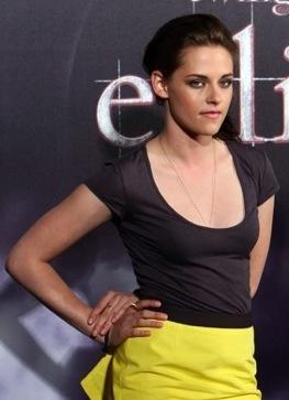 Kristen Stewart Apologizes on Kristen Stewart Apologizes For Comparing Fame To Rape