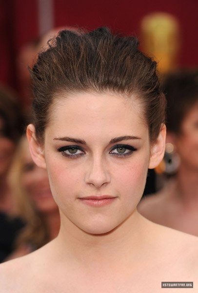 New pictures of the beautiful Kristen Stewart on the red carpet for the 82nd
