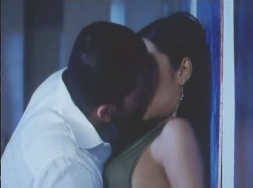 Celina jaitley hot kissing