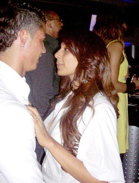 bipasha basu kissing pics