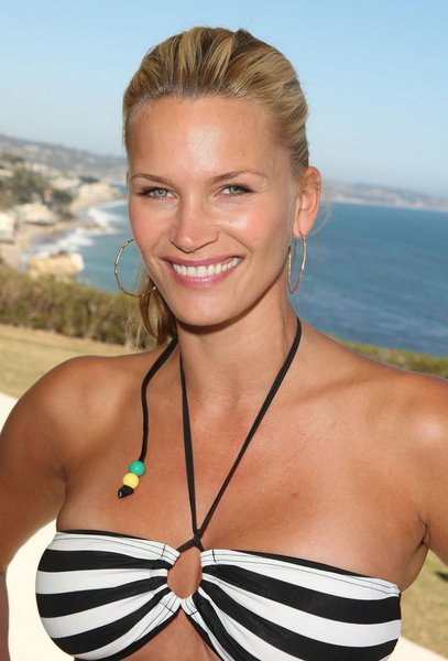 Natasha Henstridge Chickipedia