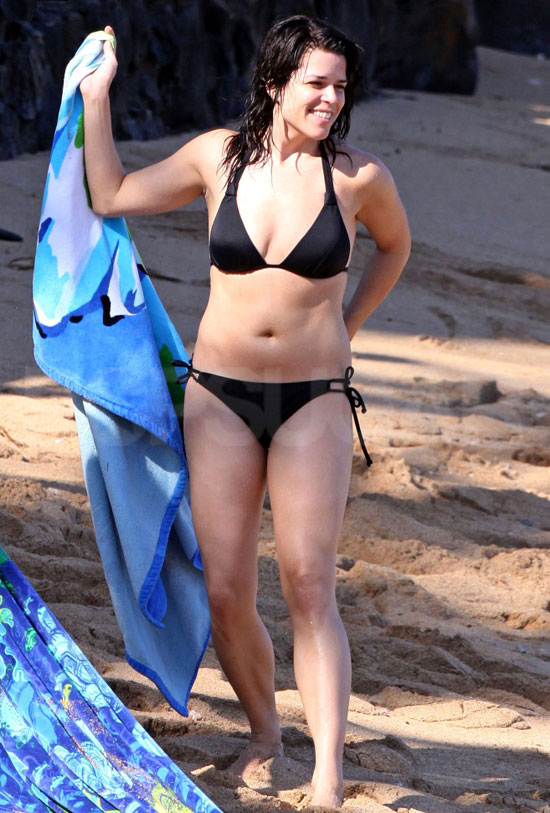 Neve Campbell Bikini Pictures and Scream 4 Trailer