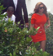 rihanna and beyonce jay z rumors