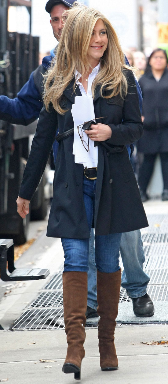 Pictures Of Jennifer Aniston On The Set Of Wanderlust In Nyc Popsugar Celebrity