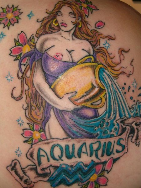Tattoo of a Woman Aquarius que lleva a ánfora 2