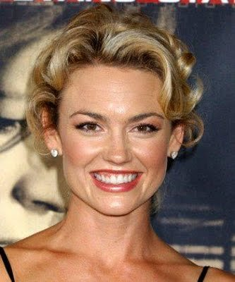 Short curly hairstyle from Kelly Carlson