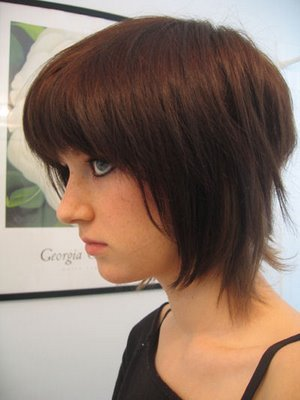 Emo hair styles also tend to be more loose and have no restraints.