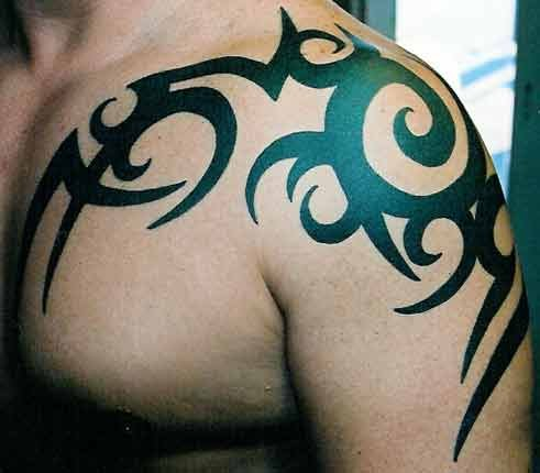 Tribal arm tattoos, as a rule, very complicated. This makes the shoulder an
