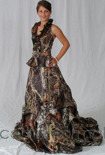Camouflage bridal gowns in Mossy Oak New Breakup True Timber