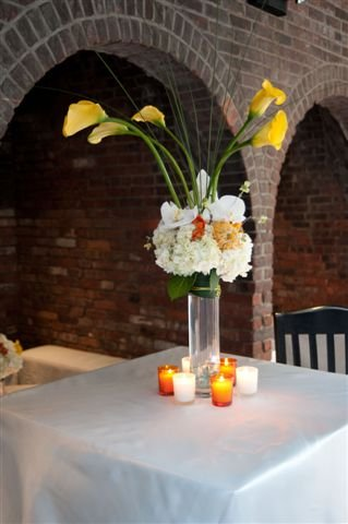 White and Yellow Wedding Flower Centerpieces Pictures