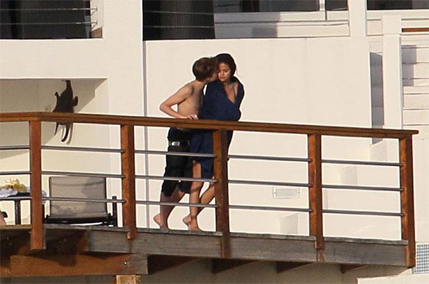 selena gomez leaked photos 2011. Justin Bieber and Selena Gomez