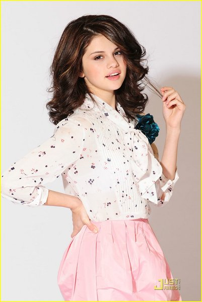 selena gomez who says dress designer. dresses selena gomez who says