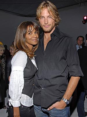 halle berry baby 2011. halle berry gabriel aubry aby