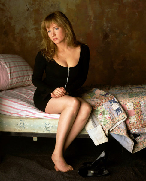 http://media.onsugar.com/files/2011/01/04/0/1355/13550382/af/rebecca-de-mornay-feet.jpg
