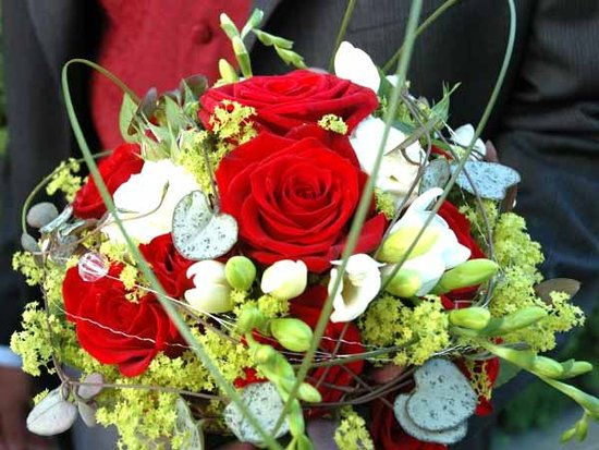Christmas Wedding Flowers | Christmas Wedding Flowers Ideas | Christmas Wedding Flowers Pictures 2011