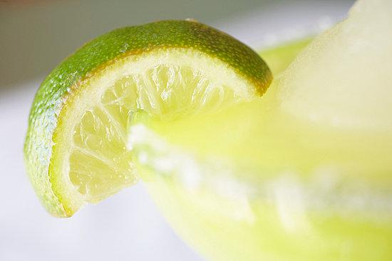 По преданию этот коктейль был создан Маргаритой Сэмс, американской...