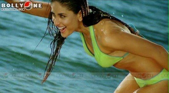 Kareena Hot Exposure in Tashan ..bikini shoots.