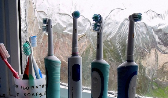 477585c9be583d46_toothbrushes.jpg (550×321)