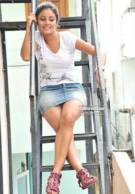 EXPOSING Photoshoot Spicy Leg Show By Actress ARCHANA GUPTA Hot Pics