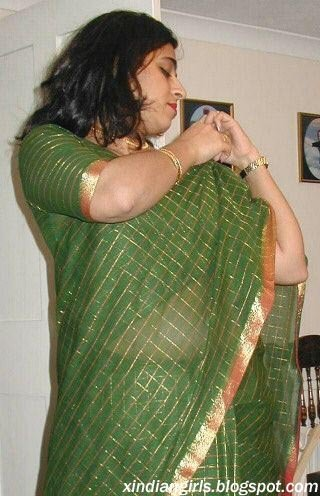 Indian Girls Removing Saree