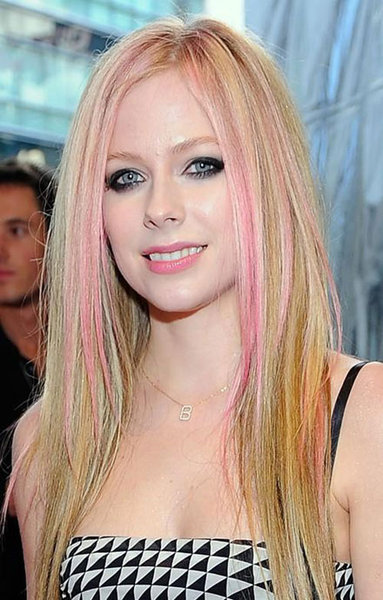 avril lavigne hot album. Avril+lavigne+tour+dates+