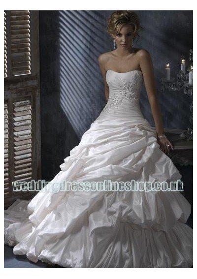 wedding dress designs 2011. Wedding dresses 2011 at the