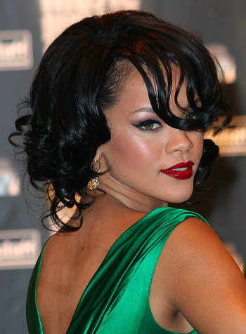 rihanna haircut 2011. Rihanna Hairstyles for 2011