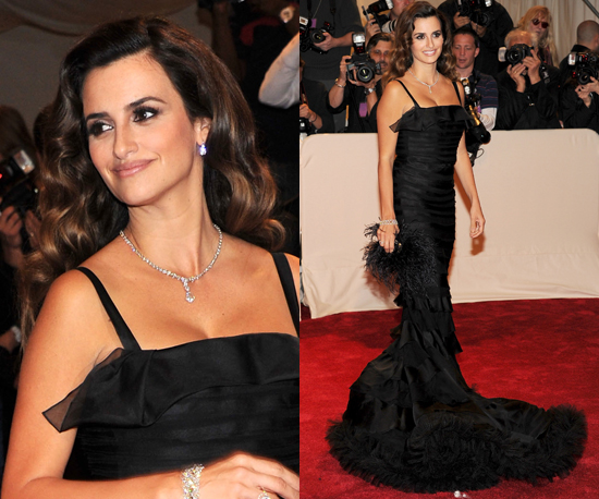 Penelope Cruz Curly Hair. with soft wavy hair and
