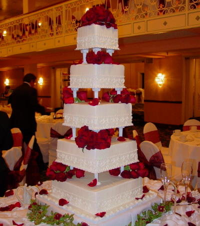 Wedding Cakes on Unusual Wedding Cakes  Unique Wedding Cakes