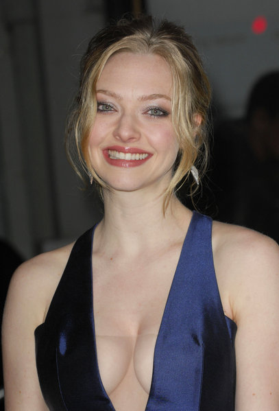 amanda seyfried hot wallpapers. amanda seyfried hot pics