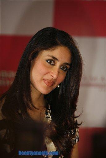 Kareena Kapoor Bikini Show