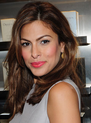 Picture of Eva Mendes's Hot Pink Lipstick 2009-11-13 04:00 ...