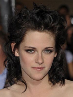 kristen stewart makeup new moon. On the New Moon red carpet tonight, Kristen manages to turn this curly