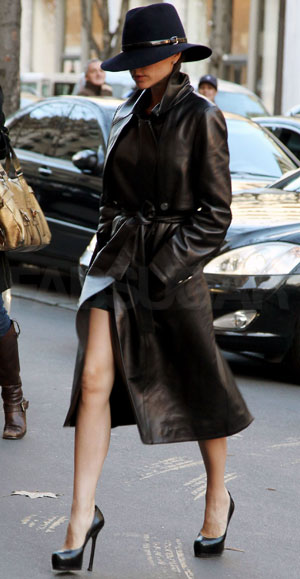 Not only is she donning an on-trend Winter wide brim, peep her luscious leather trench