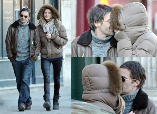 To see more pictures of Rosie and Olivier kissing all over Paris,