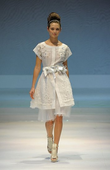 Hong Kong Fashion Week: Moiselle Fall 2009 : Photo 12 of 24 | Coutorture :  fantasy ivory dress fashion week