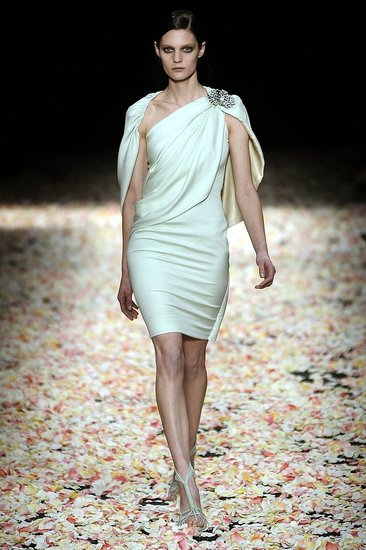 Givenchy Spring 2009 Haute Couture : Photo 32 of 36 | Coutorture :  spring couture designer dress