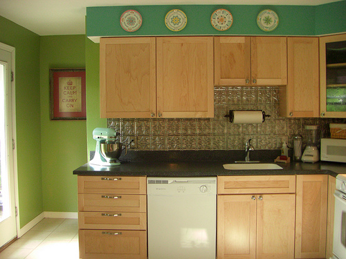 Before and After: Julie's Bright and Cheery Kitchen Makeover