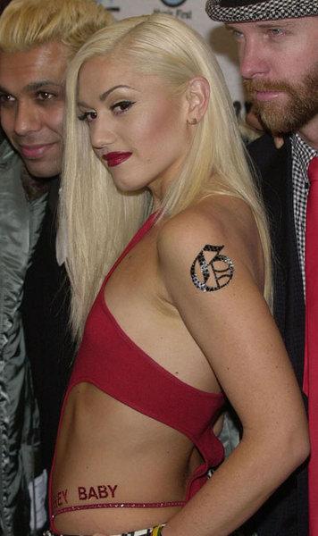 gwen stefani pink hair. Gwen Stefani with Pink Hair