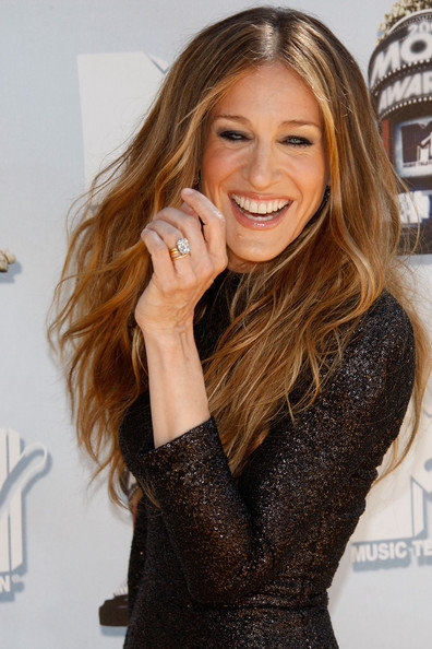Filed under: Elegant Hairstyles , Sarah Jessica Parker Hairstyles