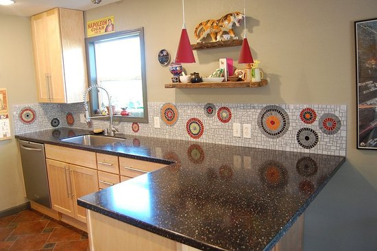 love this stone look backsplash rustic kitchen ideas. affordable