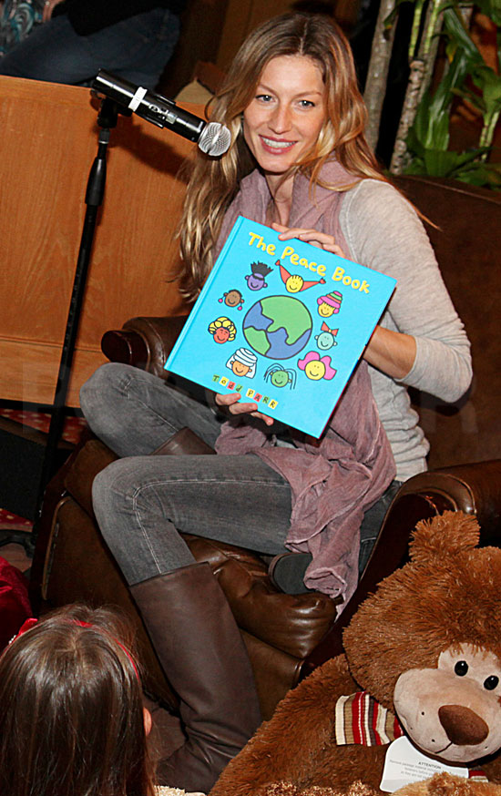 Pictures of Gisele Bundchen Reading to Kids and Tom Brady